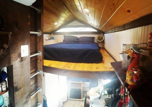 学生寮の代わりに自宅を建設した学生19