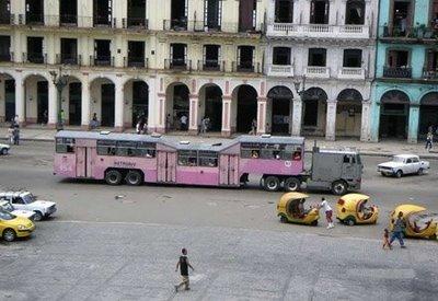キューバのらくだバス01