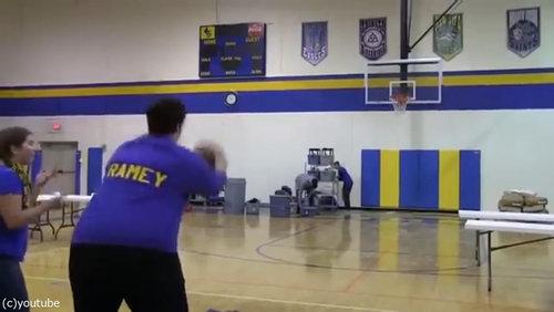 バスケのロングシュートに挑戦したママ03