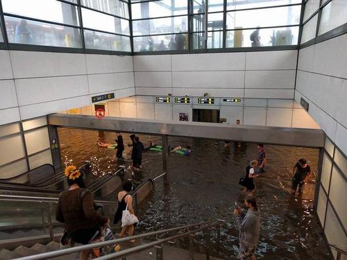 洪水とスウェーデン人01