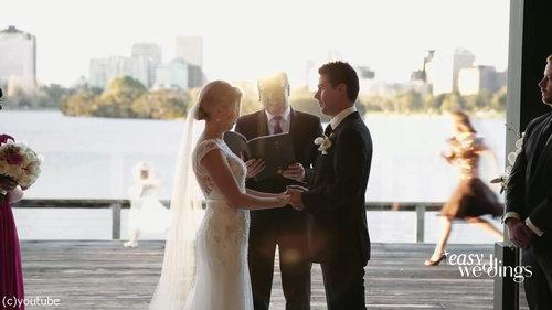 結婚式でフラワーガールがクレイジーになるとき01