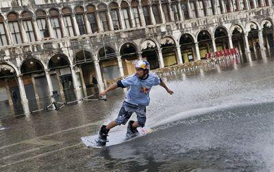 ベネチアで水上スキー01