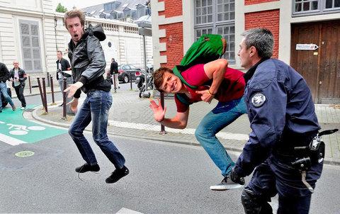 フランス警察の追跡04