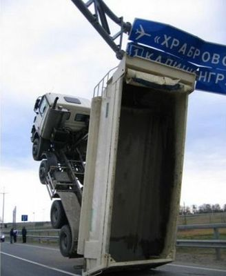 大型トラックがウイリー03