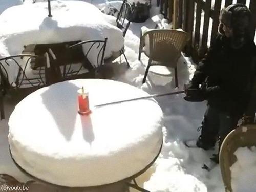 大雪で、パパがケーキごっこを始めた03