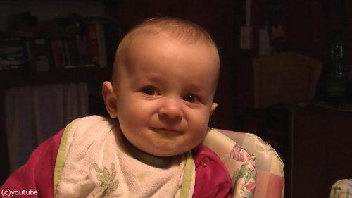 ママの歌で表情がコロコロ変わる赤ちゃん06