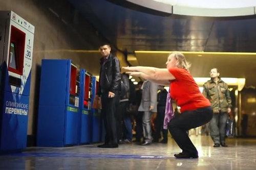 ロシアでスクワットしたら地下鉄に乗っていい01