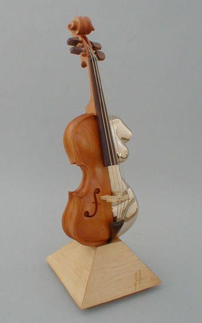 変わった形のバイオリン21