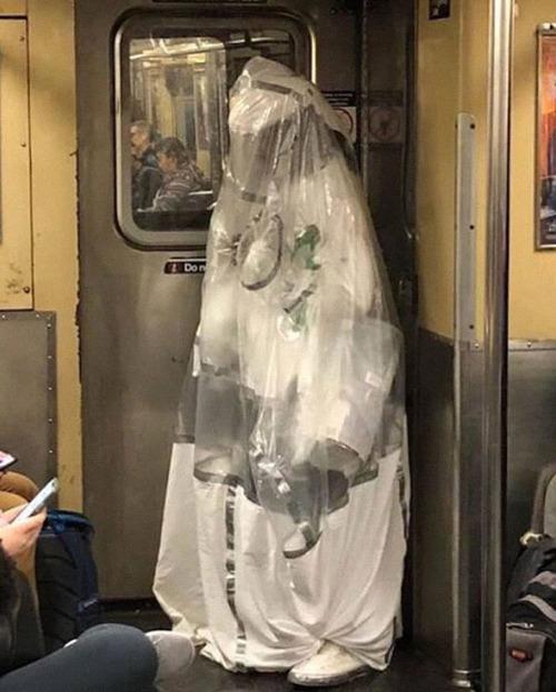 ニューヨーク地下鉄のマスク12