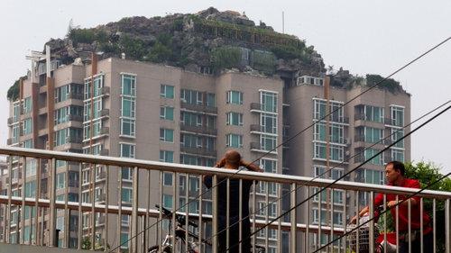 マンジョンの屋上にラピュタ01