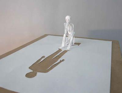 美しく繊細なペーパーアートの世界-考える骨