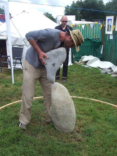 石や岩を見事なバランスで積み上げたアート03