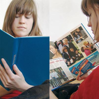 バインダーにスクラップ写真を見る少女-くだらない笑える面白いリサイクル14
