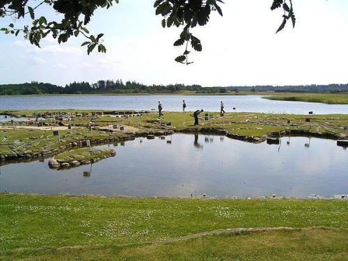デンマークの湖に大きな世界地図09