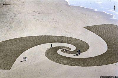 砂浜に描いた5kmに及ぶ巨大なアート03