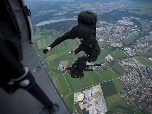 スカイダイビングで1500m落下