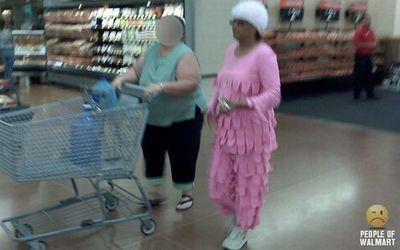 ピンクのシャラシャラつなぎ服