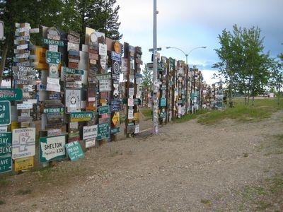 6万5千個の道路標識がある街01
