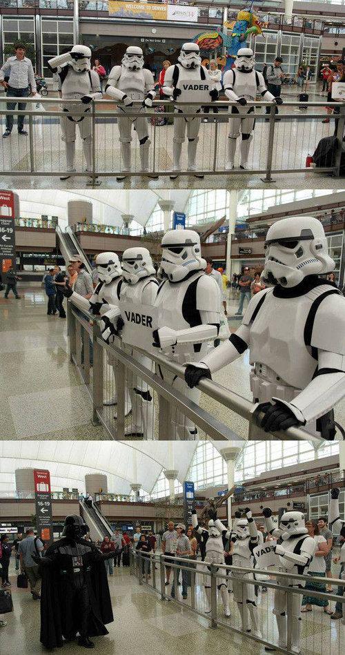 空港で見かける奇妙な事 16