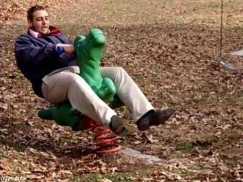 大人が公園の遊具で遊ぶべきではない理由02