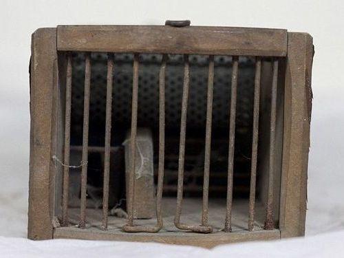 博物館の150年前のネズミ捕り00