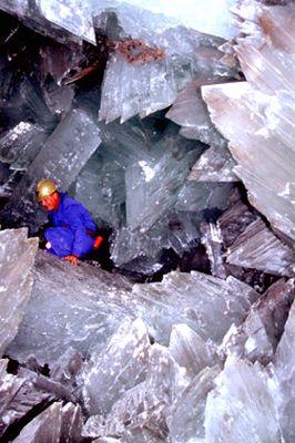巨大なクリスタルに埋め尽くされた洞窟04
