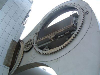 スコットランドの回転式船のエレベータ02