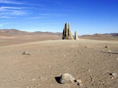 巨大な砂漠の手01