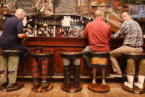 お客さんの後ろ姿が気になって仕方ないカフェ02
