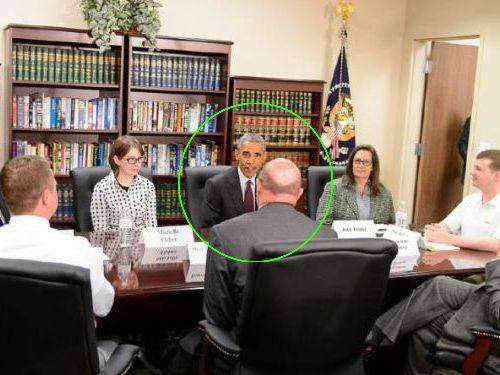 オバマ大統領とテーブルを囲んでる02