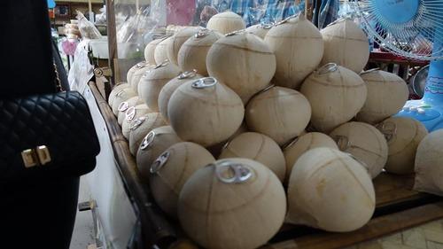 ココナッツにプルタブ01
