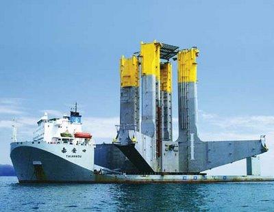 巨大なものを運ぶ船06