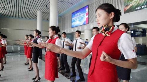 中国ではキャビンアテンダント志望の競争率が高い04
