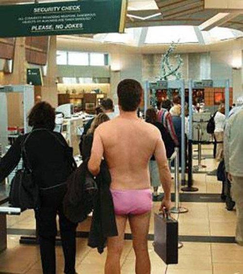 空港で見かける奇妙な事 08