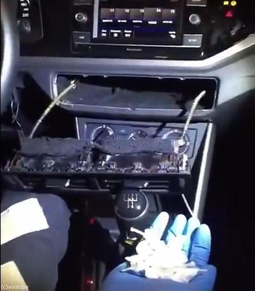 警察も驚いた車にドラッグの隠し場所05