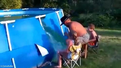 おじいちゃん「プールの水を空にするよ!」03