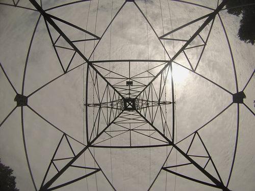 鉄塔を真下から14