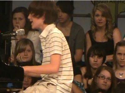 レディガガを歌う13歳少年