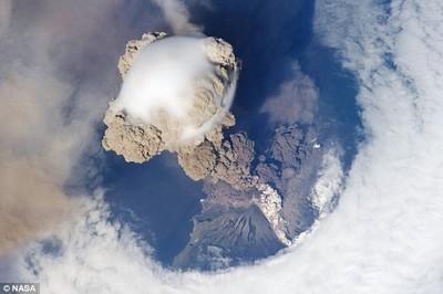 サリチェフ山噴火01