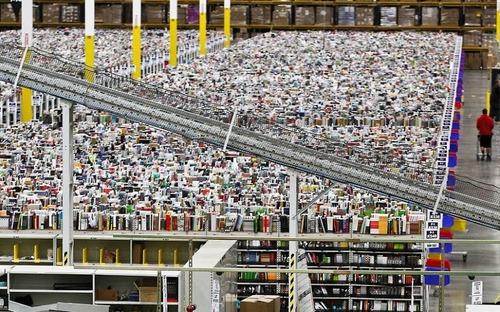 Amazonの倉庫01