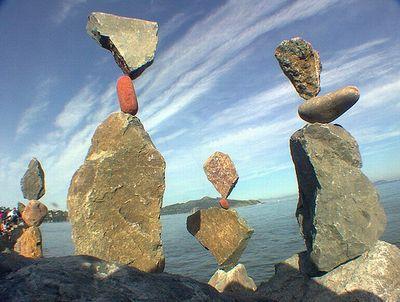 石や岩を見事なバランスで積み上げたアートTOP
