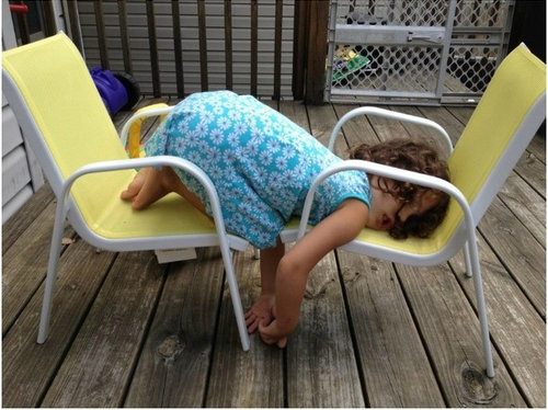 子供たちはどこでも寝る22