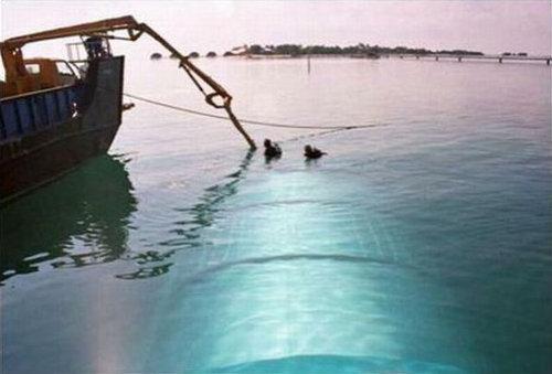 海に浮かぶ塊02