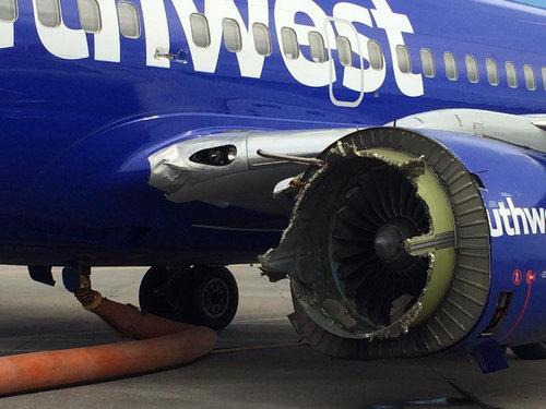 飛行機のメインエンジンが壊れた03