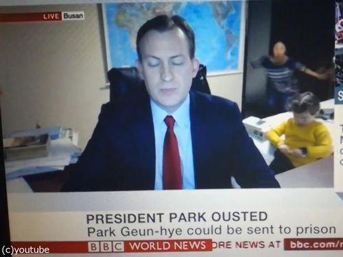 BBCワールドニュースの生放送中に子供が乱入06