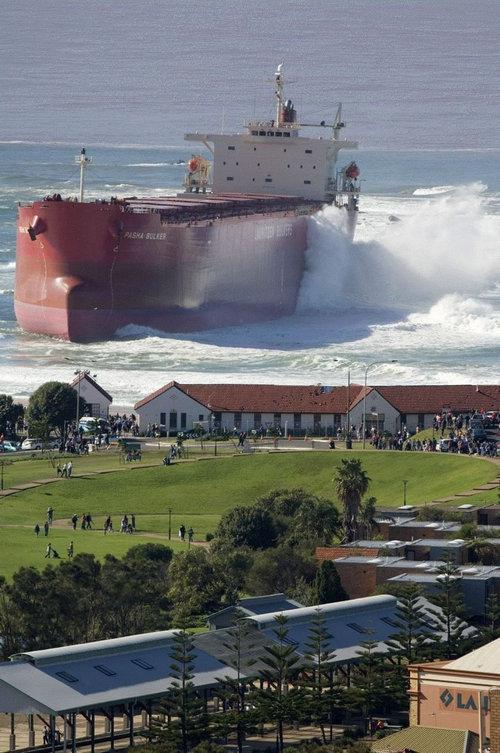 この写真、船が浮いてるように見えるよね?04