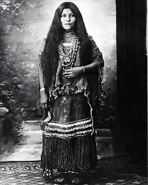 アメリカ先住民の女の子たち03