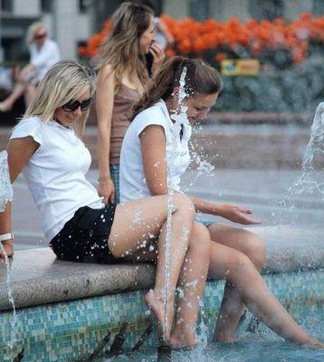 噴水でずぶ濡れロシアの美少女17