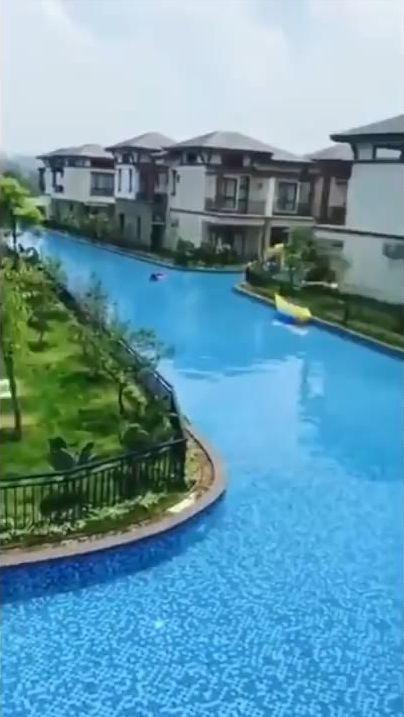 中国の住宅地の共有プール03