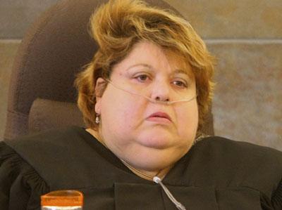 私は女王様よ!の判事、裁判所から締め出される02